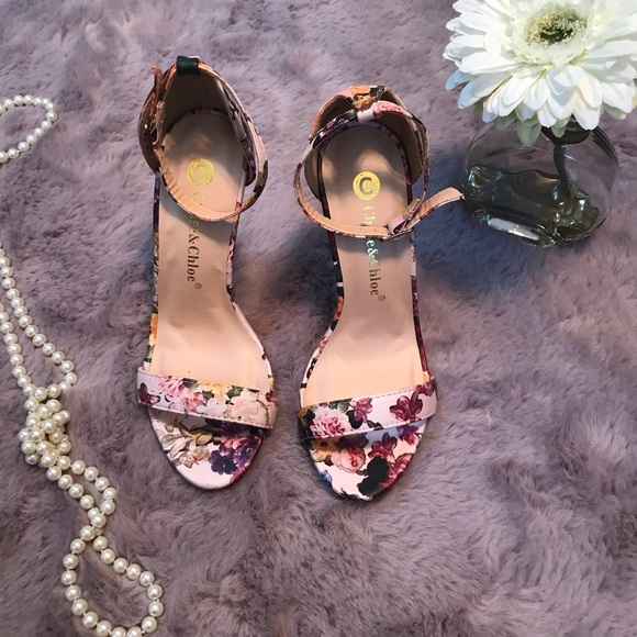 Chase + Chloe Shoes - High heels flowers